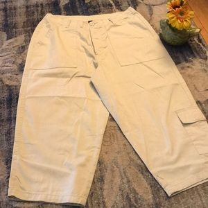 Xhilaration Pants - 😳NWT Plus Sz Khaki ButtonFront Cargo Capri Pants